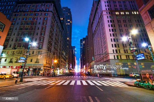 empty street seventh avenue, manhattan. - pedestrian crossing imagens e fotografias de stock