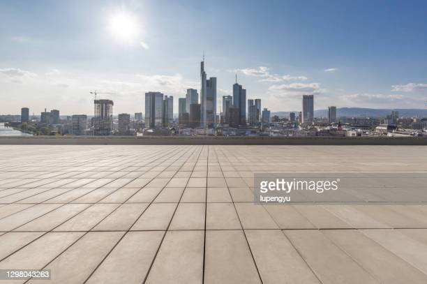 empty street with frankfurt cityscape - germany stock pictures, royalty-free photos & images