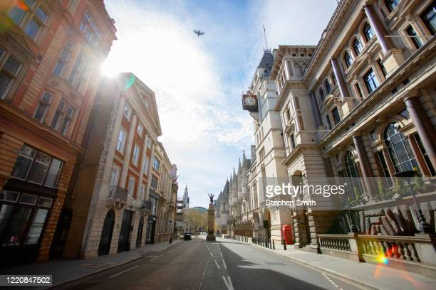 empty streets during the lockdown in london - wide shot stock pictures, royalty-free photos & images