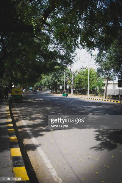 empty streets during the lockdown - new delhi, india. - empty streets stock pictures, royalty-free photos & images