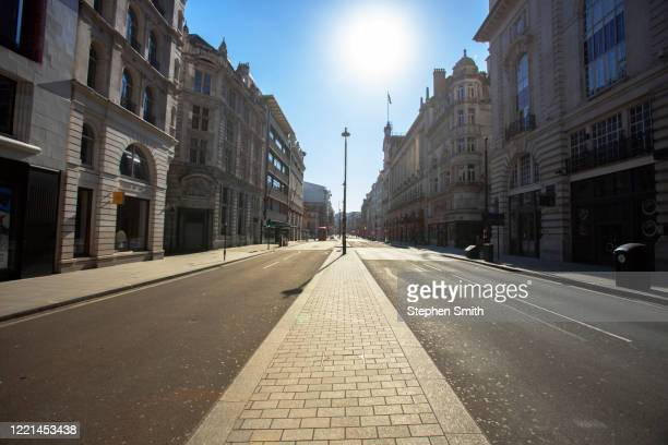empty streets in london during the lockdown - empty streets stock pictures, royalty-free photos & images