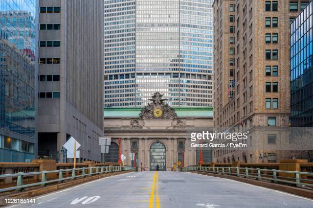 empty streets of manhattan due to coronavirus pandemic. - grand central station manhattan stock pictures, royalty-free photos & images