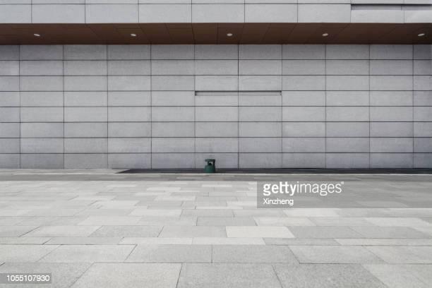 empty studio background, concrete texture - corredor caraterística de construção imagens e fotografias de stock