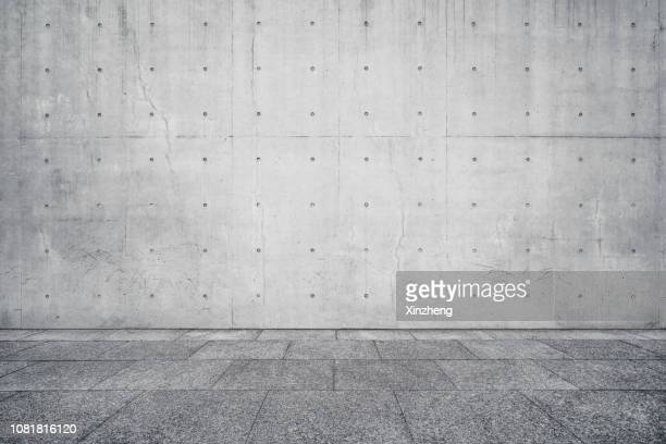 empty studio background, concrete texture - wand stock-fotos und bilder