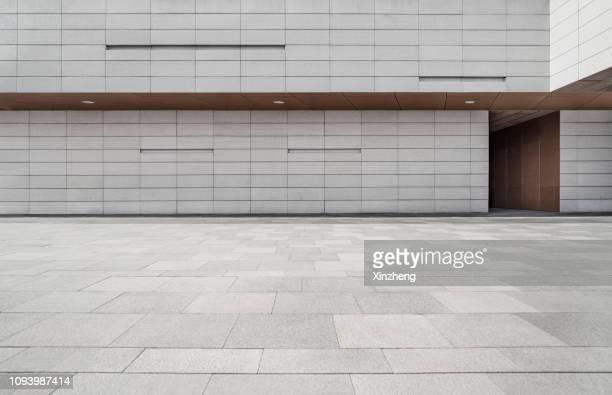 empty studio background - corredor caraterística de construção imagens e fotografias de stock