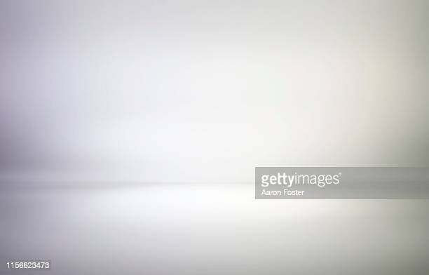 empty studio background - copy space stock-fotos und bilder