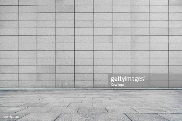 empty studio background - fliesenboden stock-fotos und bilder
