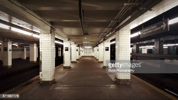 empty subway platform of the g train, new york city - 地下鉄 ストックフォトと画像
