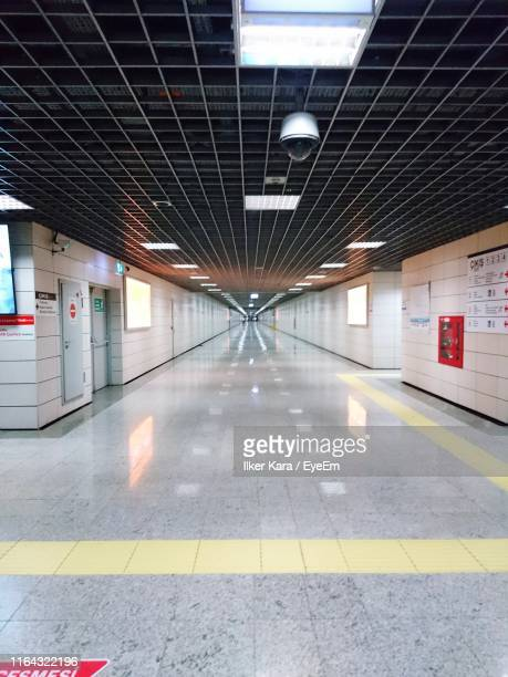empty subway station - london underground stock pictures, royalty-free photos & images