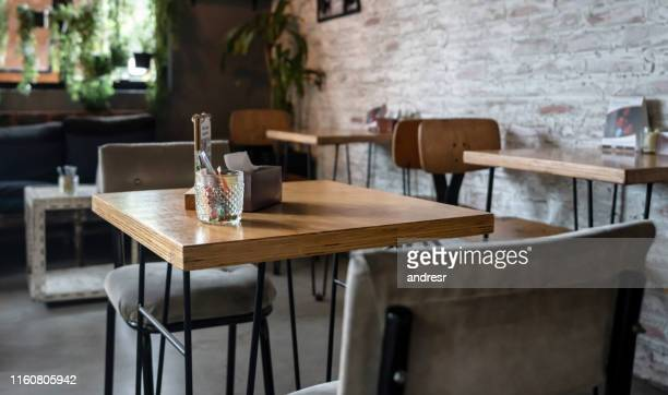 empty table at a restaurant - restaurant stock pictures, royalty-free photos & images