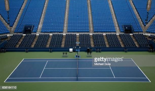 empty tennis stadium with seats - empty bleachers stockfoto's en -beelden