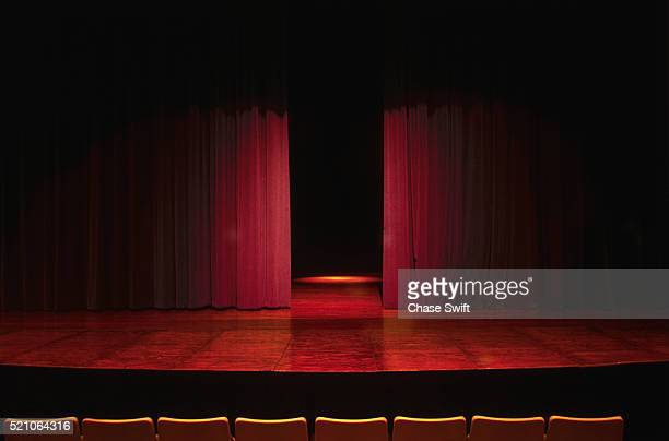empty theater stage - palcoscenico foto e immagini stock
