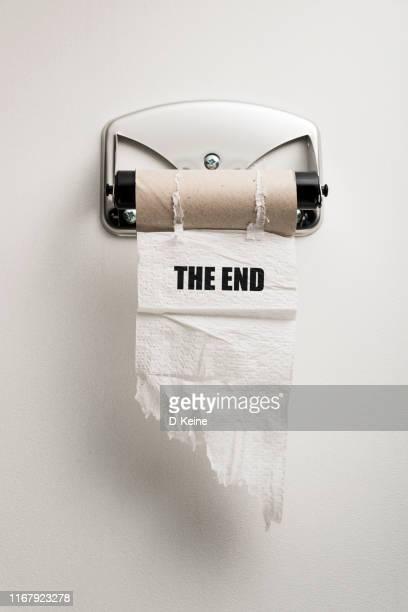 rotolo di carta igienica vuoto - finale foto e immagini stock