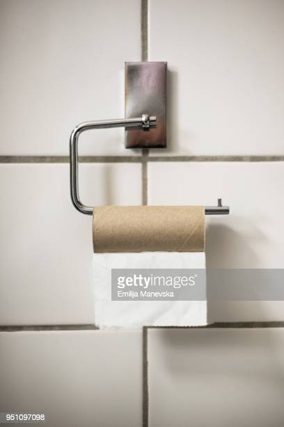 empty toilet roll - position stock-fotos und bilder