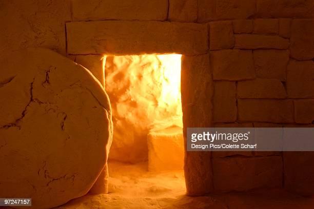 empty tomb - jesus resurrection stock-fotos und bilder