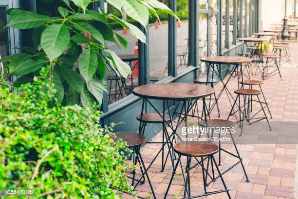 empty tools and tables at sidewalk cafe - pavement cafe stock pictures, royalty-free photos & images
