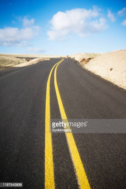 empty two lane highway - dividing line road marking stock pictures, royalty-free photos & images