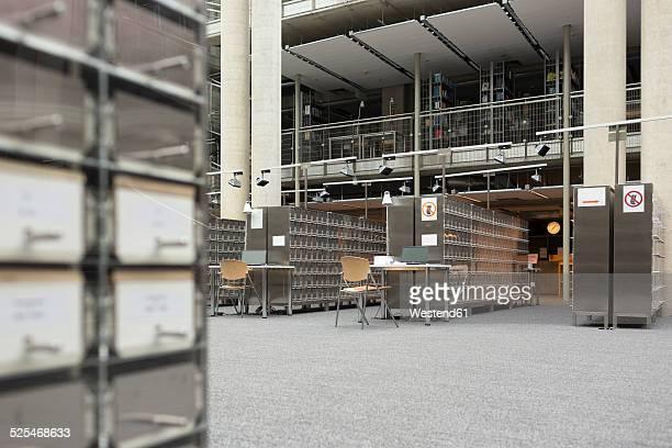 empty university library - マゾフシェ県 ストックフォトと画像