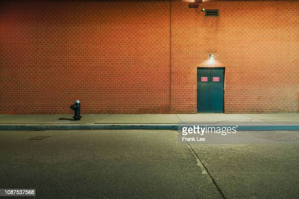 empty wall at night - brick wall stock pictures, royalty-free photos & images