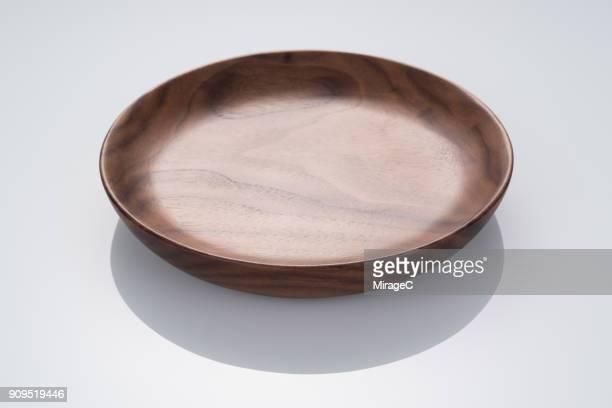 empty walnut wood plate - 盛り皿 ストックフォトと画像