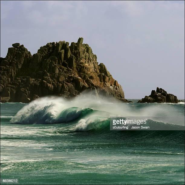 empty wave - logan's rock - s0ulsurfing stockfoto's en -beelden