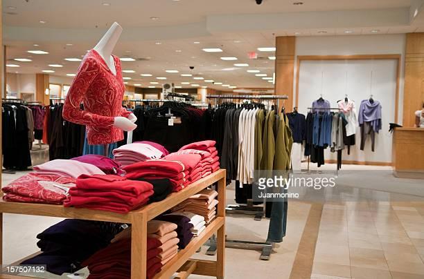 Vide femme Magasin de vêtements.