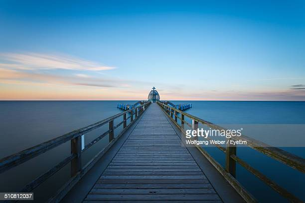 empty wooden pontoon on the sea with sunlight at the horizon - pontoon bridge stock pictures, royalty-free photos & images