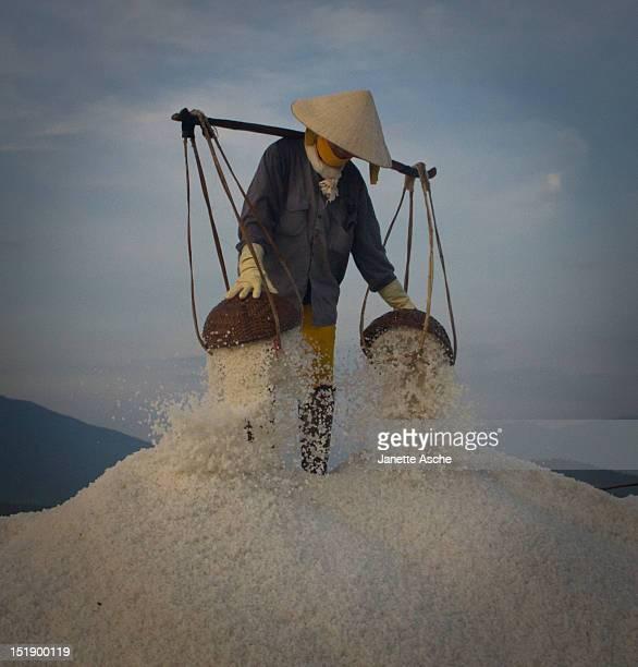 Emptying salt baskets