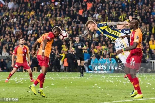 Emre Akbaba of Galatasaray SK Henry Onyekuru of Galatasaray SK Serdar Aziz of Fenerbahce SK Martin Skrtel of Fenerbahce SK Mbaye Diagne of...