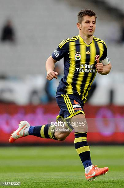 Emre Belezoglu of Fenerbahce SK in action during the Turkish Super League match between Besiktas and Fenerbahce at the Ataturk Olympic Stadium on...