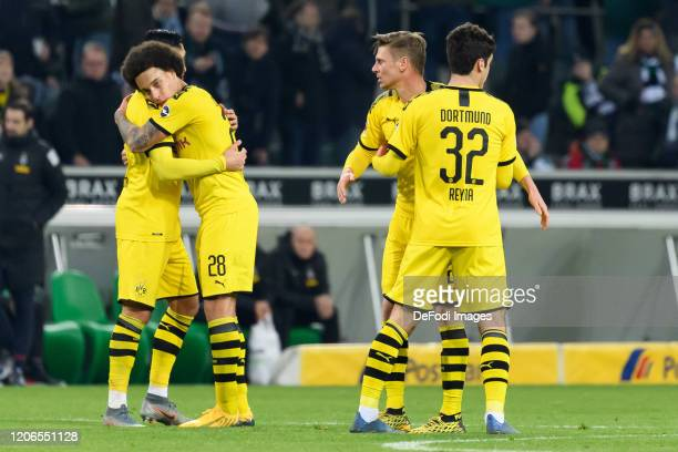 Emre Can of Borussia Dortmund Axel Witsel of Borussia Dortmund Lukasz Piszczek of Borussia Dortmund and Giovanni Reyna of Borussia Dortmund the...