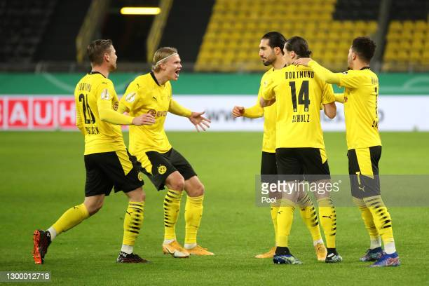 Emre Can of Borussia Dortmund celebrates with team mates Lukasz Piszczek, Erling Haaland, Nico Schulz and Jadon Sancho of Borussia Dortmund after...