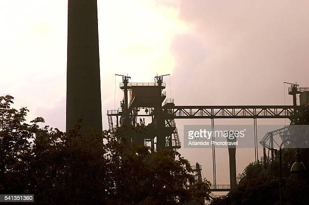 emscher landscape park in duisberg-meiderich - industriegebiet stock-fotos und bilder