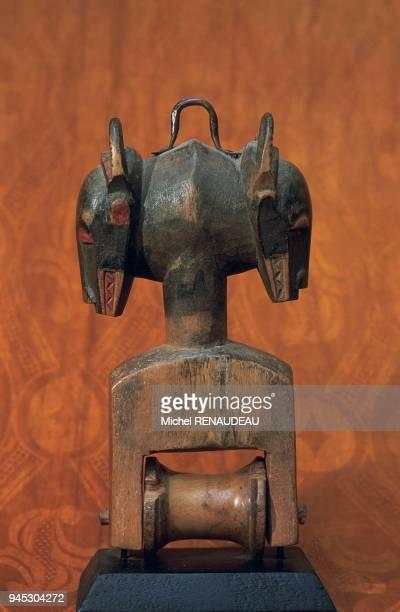 En Afrique de l'Ouest les objets utilitaires sont bien souvent travaill comme des sculptures en Ctes d'Ivoire au Mali au Burkina Fasso etc les triers...