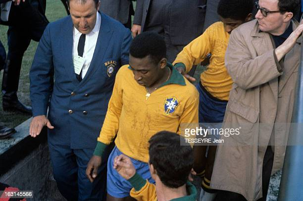 Pele In The Soccer Match France Brazil 1963 En France à Colombes le 28 avril 1963 au stade olympique YvesduManoir lors du match de football amical...