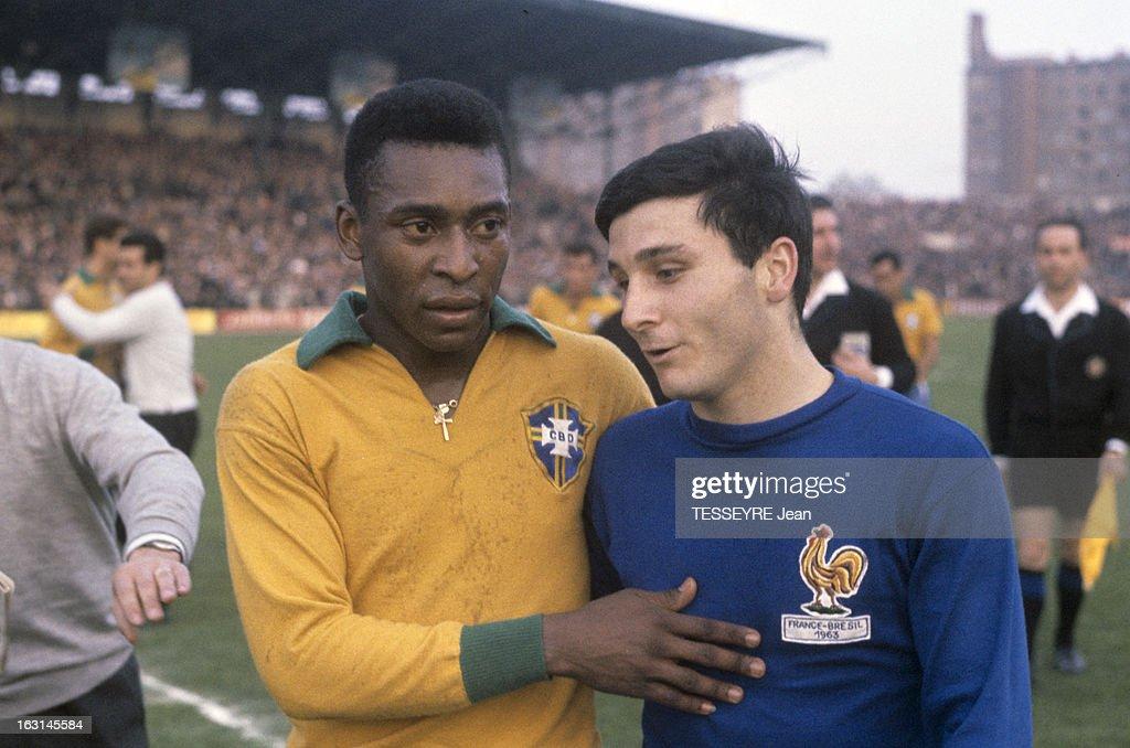 Pele In The Soccer Match France - Brazil 1963 : News Photo