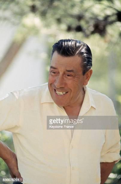 En vacances dans sa propriété de CarryLeRouet portrait de l'acteur français Fernandel CarryleRouet France 1967