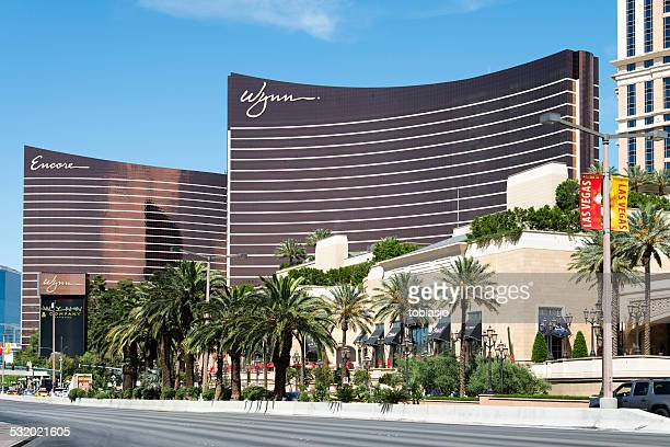 encore and wynn at las vegas strip - wynn las vegas stock pictures, royalty-free photos & images