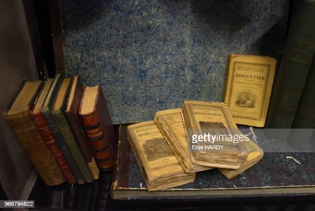 Encyclopédies et livres ayant appartenus au poète Arthur Rimbaud dans le Musée Rimbaud 22 septembre 2015 CharlevilleMézières Ardennes France