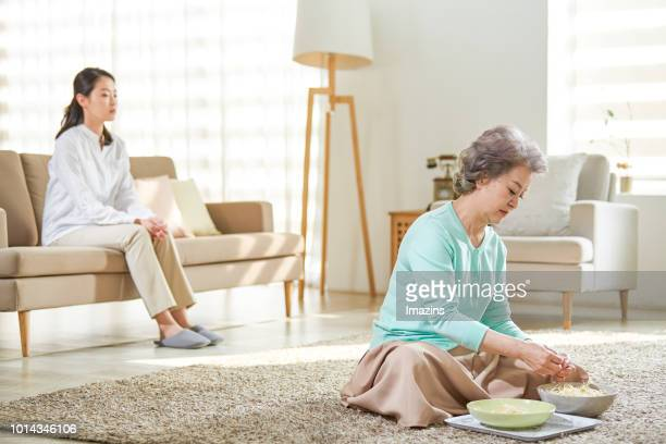 End of conversation between grandmother and mom