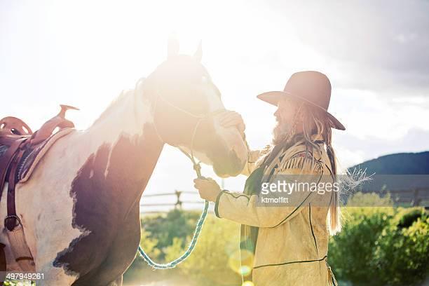 final do dia, mountain homem e cavalo - pinto bean - fotografias e filmes do acervo