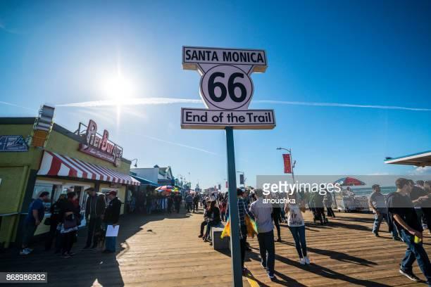 Fin de Route 66 sur Santa Monica Pier, é.-u.