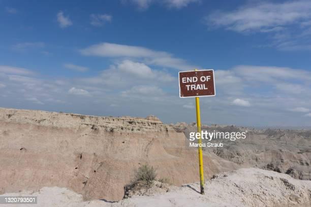 end of the trail sign - トレイル表示 ストックフォトと画像