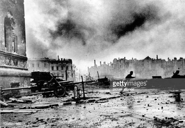 End of the war in Berlin 1945 Infantrymen of the Red Army fight their way towards the Reichstag building in the streets of Berlin Germany late April...