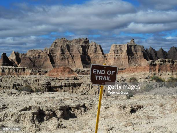 end of trail sign at badlands national park, south dakota - トレイル表示 ストックフォトと画像
