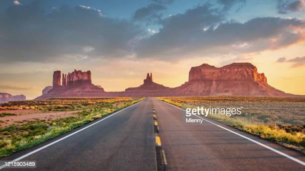 エンドレスハイウェイモニュメントバレーパノラマルート163アリゾナユタ州アメリカ合衆国 - ユタ州 ストックフォトと画像