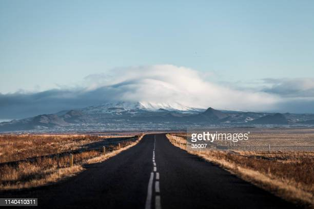 endless lonely country road to the glaciers of iceland - eternity stock pictures, royalty-free photos & images