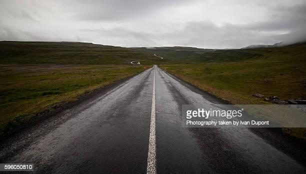 endless road 62, iceland - nass stock-fotos und bilder