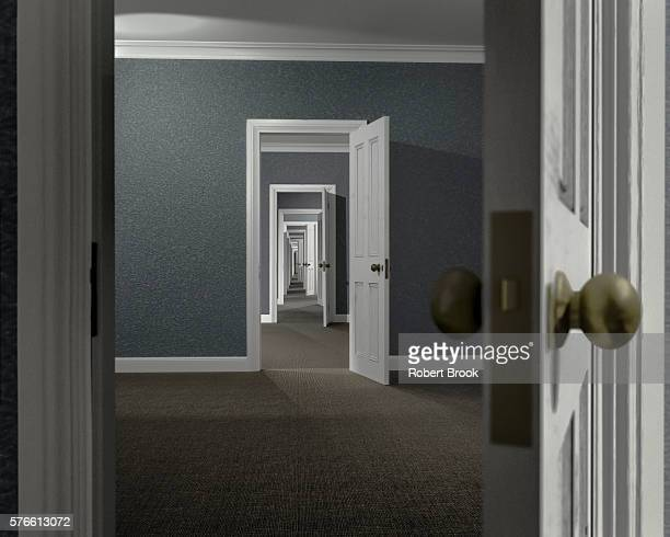 endless series of adjoining rooms - porta imagens e fotografias de stock