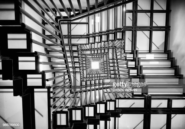 endless stairs - symmetrie stockfoto's en -beelden